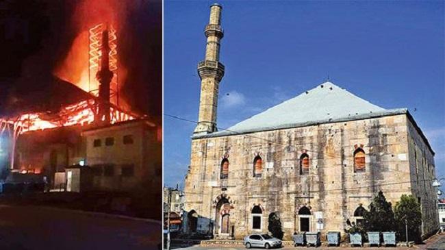 Yunanistan'da Restore Edilen Tarihi Caminin Çatısında Yangın Çıktı